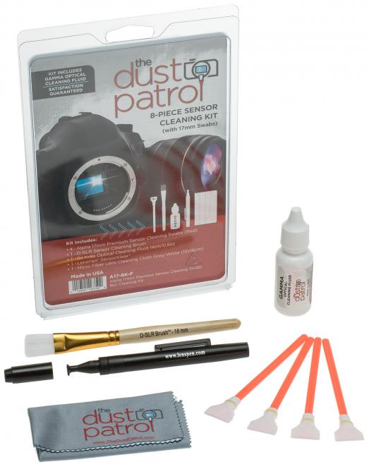 The Dust Patrol Kit mit 4x Alpha Swabs + Gamma Fluid + Mikrofasertuch + LensPen SK-1 + D-SLR Sensorpinsel